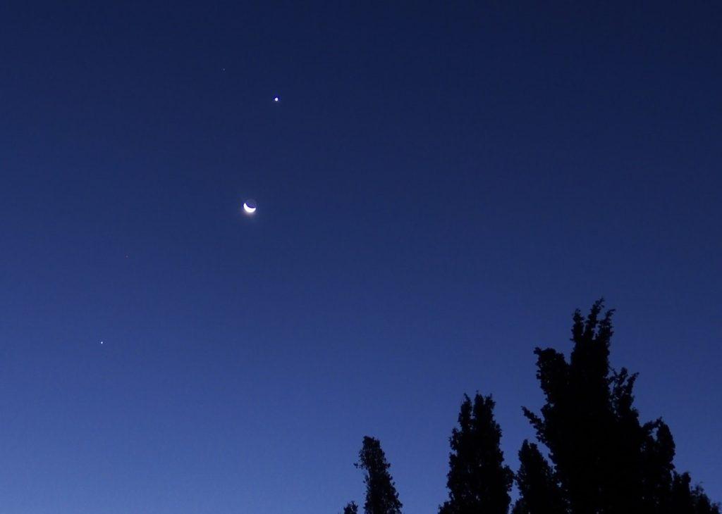 Crescent moon, Jupiter, Mars